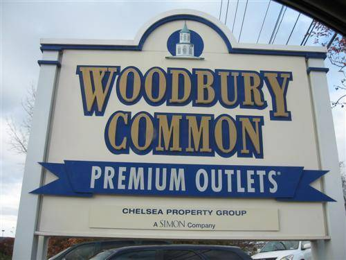 New York Woodbury Common Premium Outlets Shopping Tour