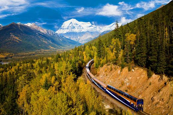 7-Day Canadian Vancouver, Rocky Mountaineer (GoldLeaf Service Level) Coach & Rail Summer Tour Package