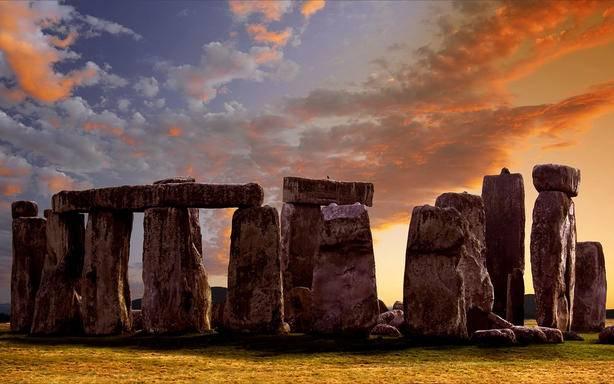 Vintage London Open Top Tour + Stonehenge Skip the Line