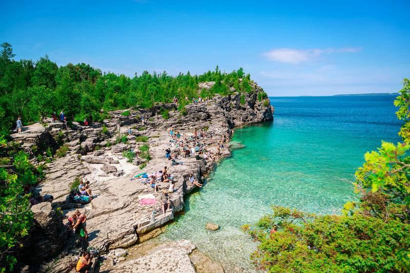 5-Day Toronto, Quebec, Ottawa, Niagara Falls and Bruce Peninsula Tour from Montreal