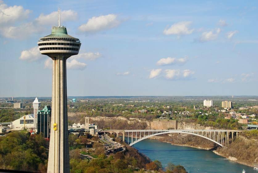 4-Day Montreal, Ottawa, Toronto & Niagara Falls Tour from New York/New Jersey