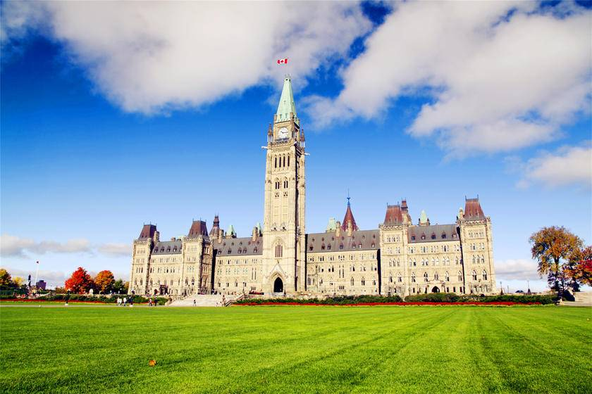 5-Day Canada Tour: Ottawa, Montreal, Quebec, Thousand Islands and Niagara Falls from Toronto- Upgraded hotel in Quebec
