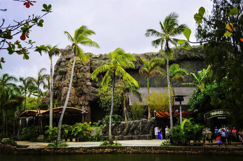 1-Day Tour to Polynesian Cultural Center for Ambassador VIP Luau Dinner