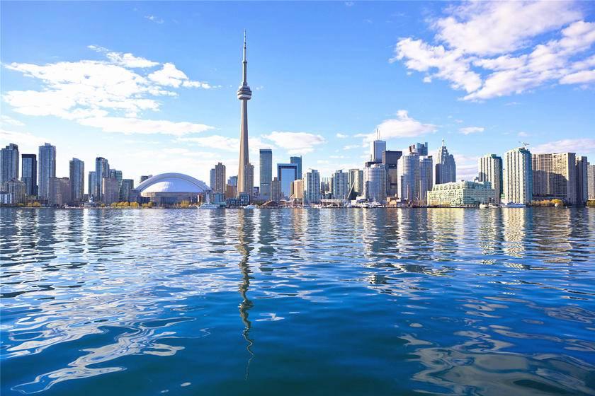 6-Day Bus Tour to Toronto, Thousand Islands, Montreal, Ottawa, Kingston, Niagara Falls and Bruce Peninsula from Toronto