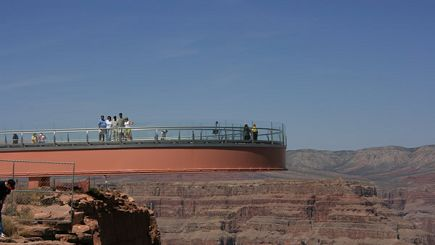 canada vacation niagara by bus:4-Day Grand Canyon West (Skywalk) Bus Tour from LV: Las Vegas & Hoover Dam