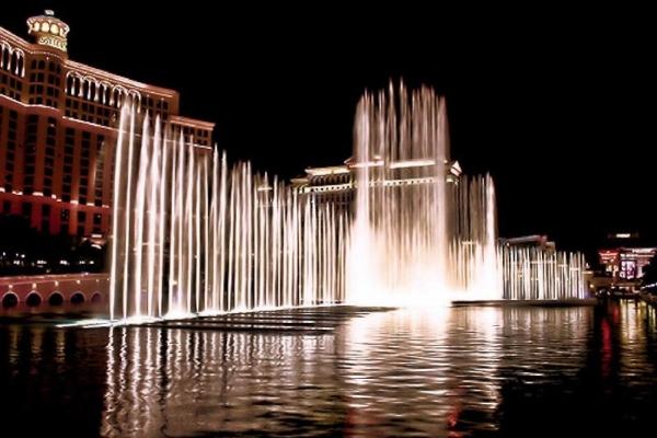 bus los angeles las vegas:Las Vegas Strip Night Tour - (Includes Champagne Toast!!!)