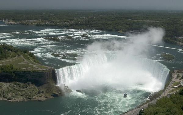 5-Day East Coast & Canada Bus Tour To Corning Museum of Glass, Niagara Falls, Toronto, Thousand Island, Montreal, Quebec