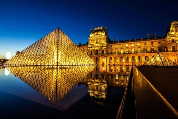 2-Day Paris City Break: Arc de Triomphe - Versailles - The Louvre