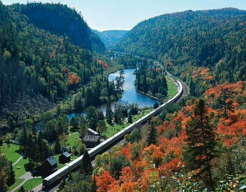 3-Day Agawa Canyon Railway & Algonquin Park Fall Foliage Tour