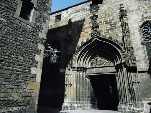 4.5-Hour Barcelona Sightseeing Tour: Montjuic | Spanish Village | Gothic Quarter