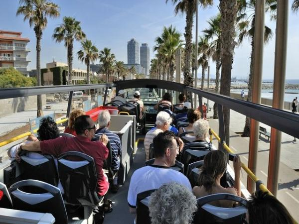 Half-Day Barcelona Sightseeing Tour: Montjuic | Spanish Village | Gothic Quarter