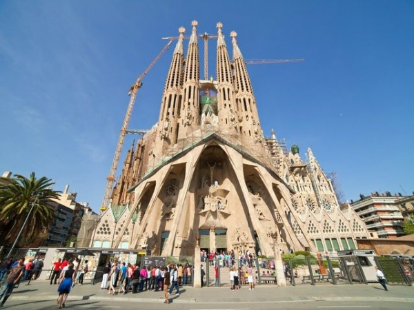 best tours of vancouver bc:Half-day Sagrada Familia Tour: The Best of Gaudi