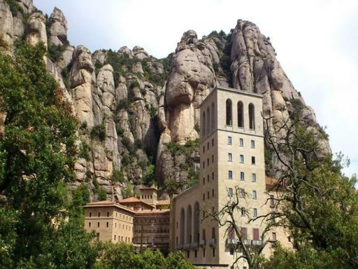 1-Day Barcelona, Montserrat and Best of Gaudi Tour