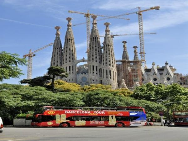 Full-Day Barcelona, Montserrat, and Best of Gaudi Tour