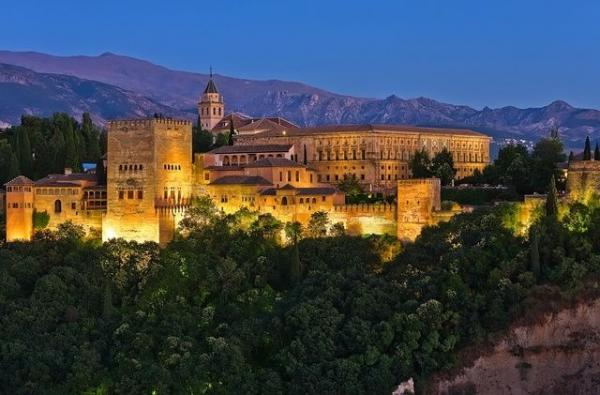 2-Day Granada and Toledo Tour Package: Malaga to Madrid