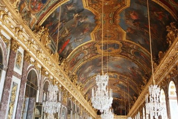 Versailles VIP Access Tour w/ Petit Trianon and Queen's Hamlet