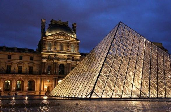 Notre Dame Cathedral and Louvre Museum Guided Tour