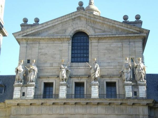 El Escorial, Valley of The Fallen, and Aranjuez Royal Palace Tour