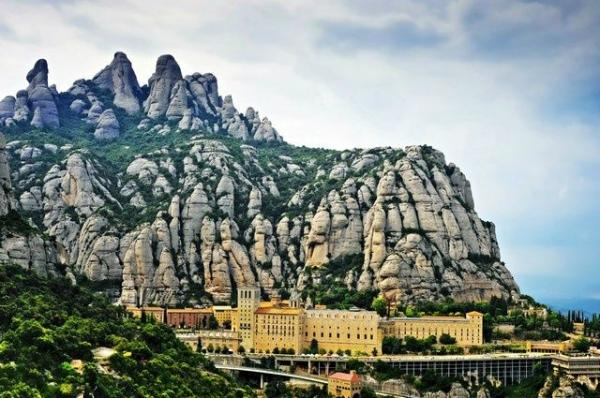 Montserrat Small Group Tour from Barcelona w/ Brunch