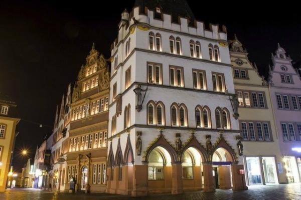 8-Day Western Europe Tour w/ Airport Shuttle Service
