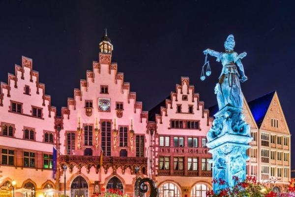 16-Day Western, Central and Eastern Europe Tour from Frankfurt w/ Airport Transfers