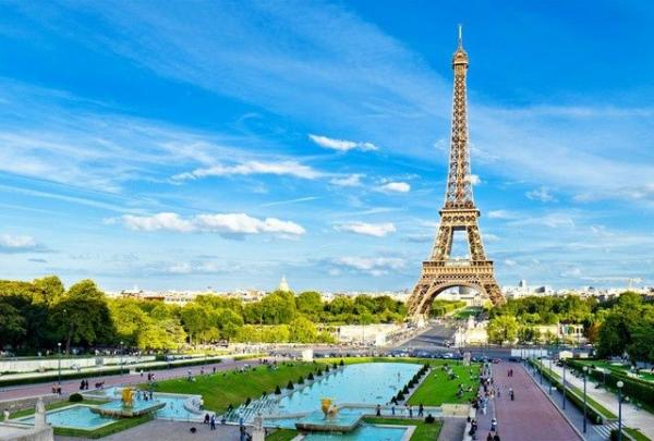 5-Day Amsterdam to Paris Tour Package w/ Airport Shuttle Service