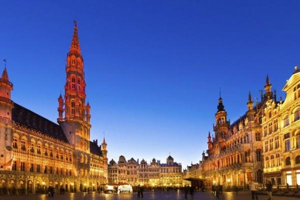 7-Day Western Europe Tour from Frankfurt