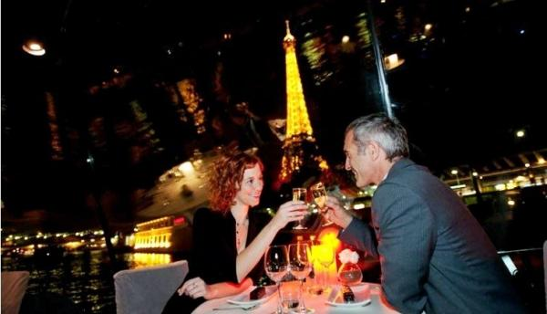 Early Evening Dinner Cruise on the River Seine