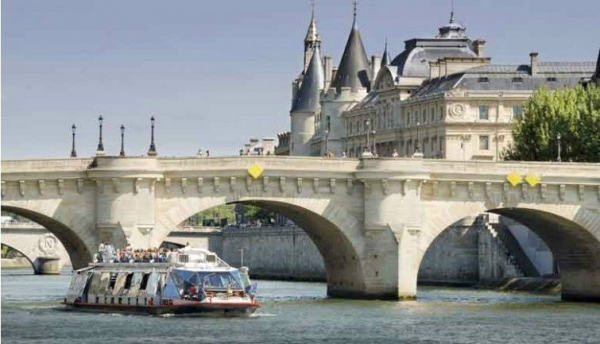 eiffel tower tour:Paris City Tour, River Cruise and Lunch at the Eiffel Tower