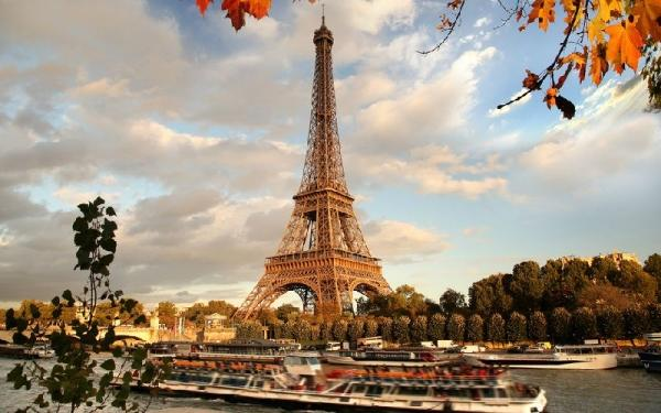 4-Day Paris Tour Package w/ Airport Transfers