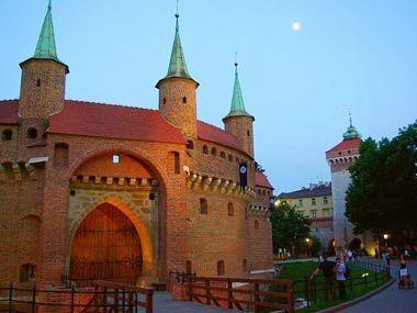 9-Day Escorted Tour from Vienna to Budapest, Krakow and Warsaw