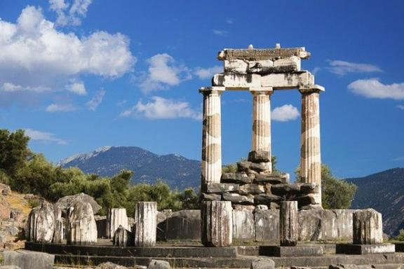 3-Day Delphi and Meteora Tour Package from Athens