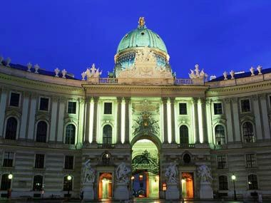 cheap escorted tours to usa:13-Day Escorted Tour from Vienna to Budapest, Krakow, Warsaw, Berlin and Prague