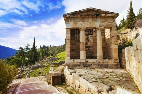 4-Day Classical Greece Tour from Athens: Olympia - Delphi - Meteora