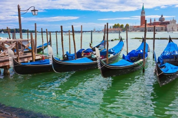 9-Day Italy, Switzerland and France Tour Package from Tours4Fun Product Image