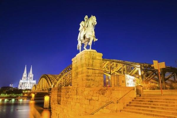 15-Day Western, Central and Southern Europe Tour w/ Airport Shuttle Service