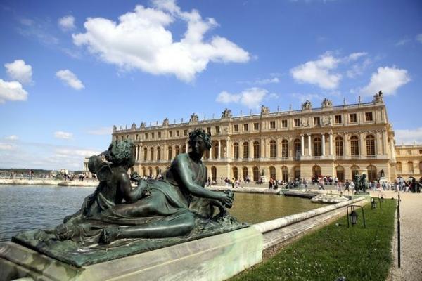 2-Day Paris City Break: Arc de Triomphe - Versailles - The Louvre
