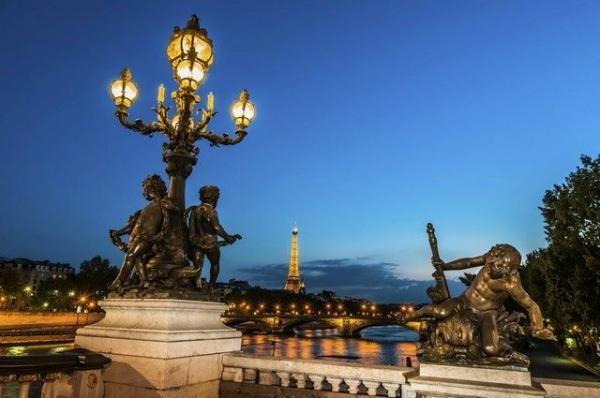 7-Day Western Europe Tour From Paris: Frankfurt - Amsterdam - Versailles