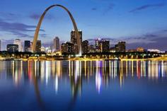 renaissance center in detroit michigan:7-Day US Midwest Tour: Chicago - Detroit - St. Louis