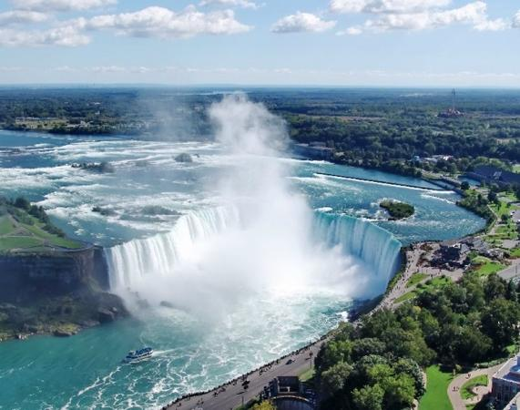 4-Day Canada, Montreal, Ottawa, Toronto & Niagara Falls Bus Tour from New York**Super Value**