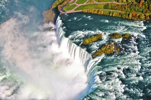 4-Day Tour to Niagara Falls, Toronto, Thousand Islands, Ottawa & Montreal from Boston