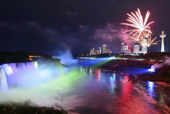 7-Day U.S. & Canada Bus Tour: Niagara Falls, New York City, Philadelphia, Washington D.C., Toronto