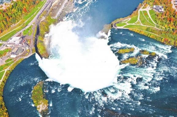 3-Day Bus Tour to Niagara Falls, Toronto and Thousand Islands from Boston