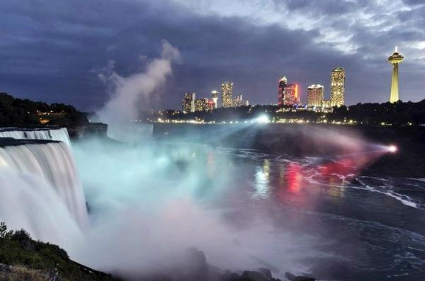 4-Day Toronto and Niagara Falls Tour**With airport shuttle service**