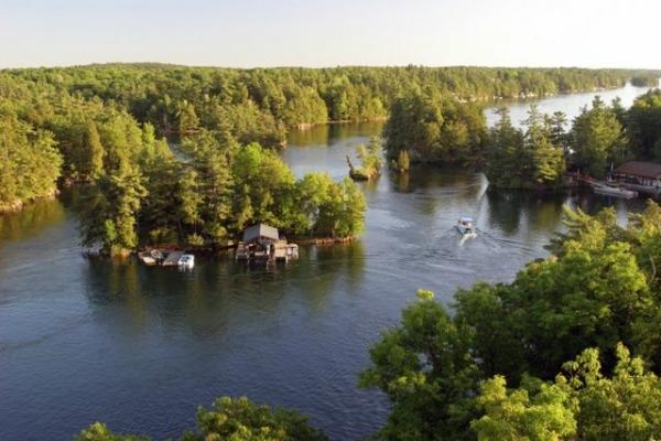 3-Day Toronto, Thousand Islands and Niagara Falls Bus Tour from New York/New Jersey