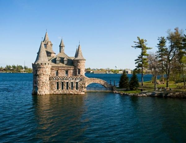 2-Day Bus Tour to Thousand Islands and Niagara Falls from Boston