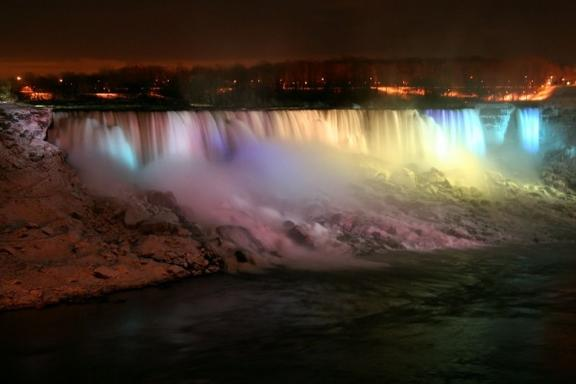 4-Day Eastern Canada Bus Tour: Niagara Falls, Montreal, Ottawa and Toronto