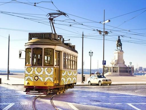 Lisbon Hop-On Hop-Off Sightseeing Tour