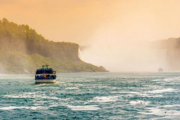 3-Day Niagara Falls Bus Tour: Toronto and Thousand Islands
