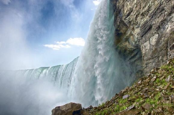 9-Day Eastern USA & Canada Bus Tour: Niagara Falls, New York City and Montreal